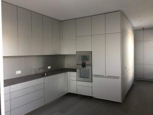 Küche mit Raumwand 1