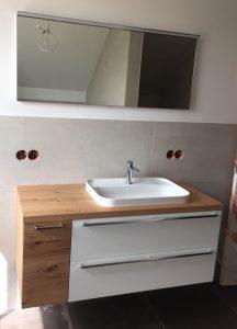 Bad Unterschrank mit Becken und Spiegel Front