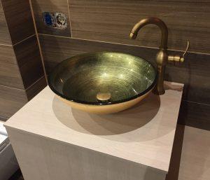 Bad Schrank mit Becken in Gold