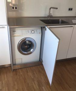 Waschmaschine eingebaut in Küche