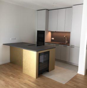 Küche mit Keramik Platte Gold